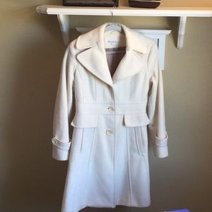 Kenneth Cole size 4 cream colored fully lined coat